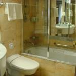 banheiros-pequenos-com-banheira-7