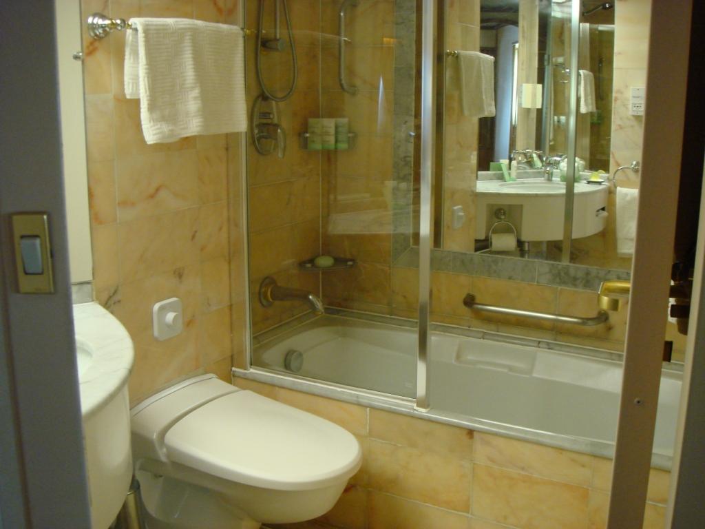 Fotos de Banheiros Pequenos com Banheira -> Foto Banheiro Com Banheira
