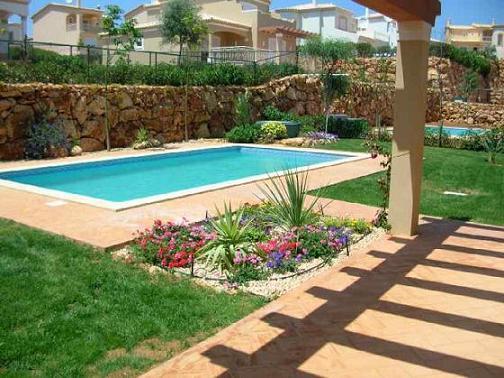 piscina for grande e poder também investir num jardim que deixará o