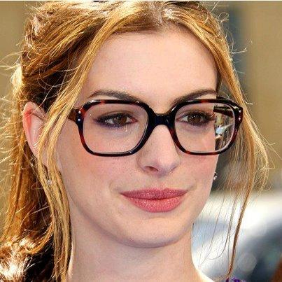 Maquiagem para Quem Usa Óculos, Dicas e Fotos