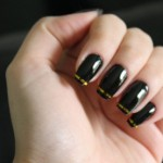 unhas-decoradas-com-fitas-metalizadas
