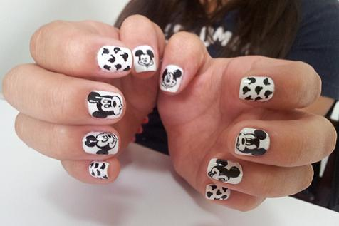 Unhas Decoradas com Mickey Mouse