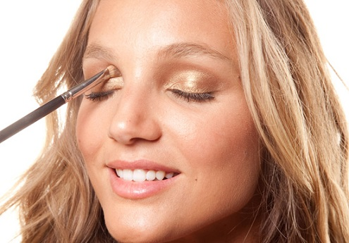 Como Fazer uma Maquiagem Simples em Casa