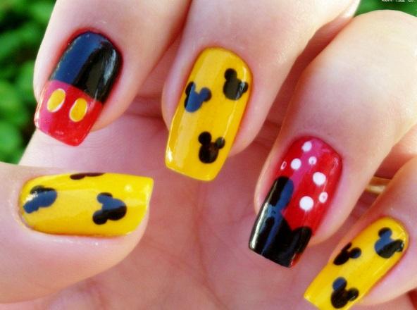 Decoração de Unhas com Mickey Mouse