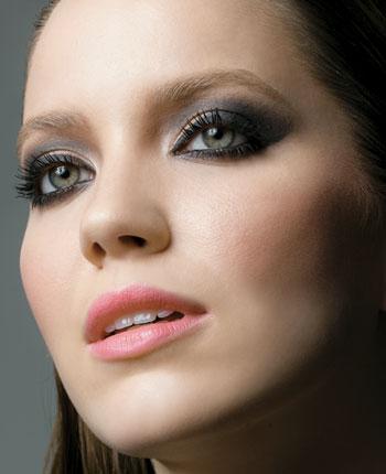 Maquiagem para Usar a Noite – Fotos e Passo a Passo